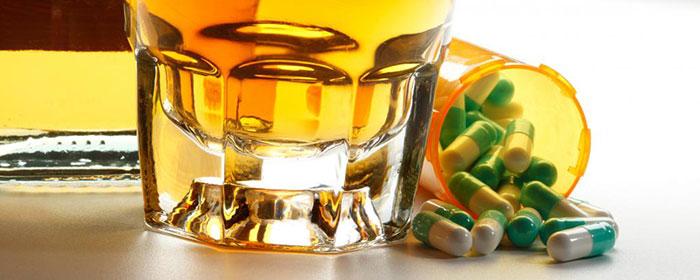 Врачи не рекомендуют совмещать приём Тенотена со спиртными напитками