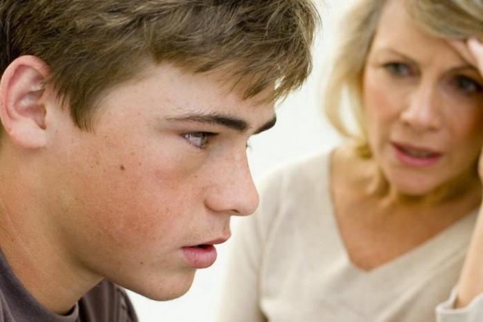 В общении с сыном алкоголиком психологи рекомендуют доверительное общение