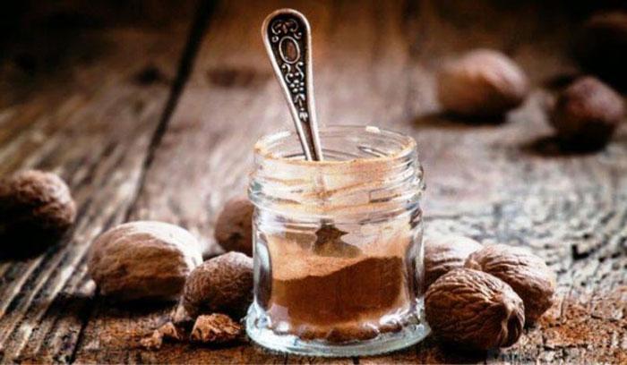 Приём мускатного ореха в больших количествах вызывает наркотический эффект схожий с амфетаминами