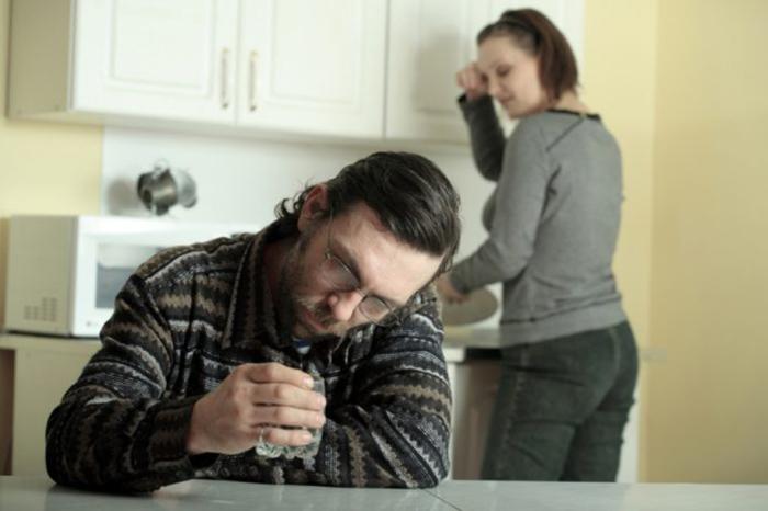 Пьющий отец - потенциальная угроза для развития алкоголизма у дочери