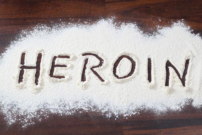 Героин быстрее чем кокаин вызывает психологическую и физическую зависимость