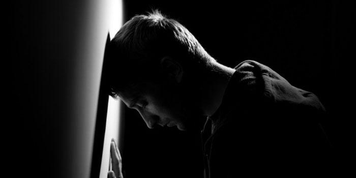 Угнетённое эмоциональное состояние приводит к избытку гормона адреналина в организме