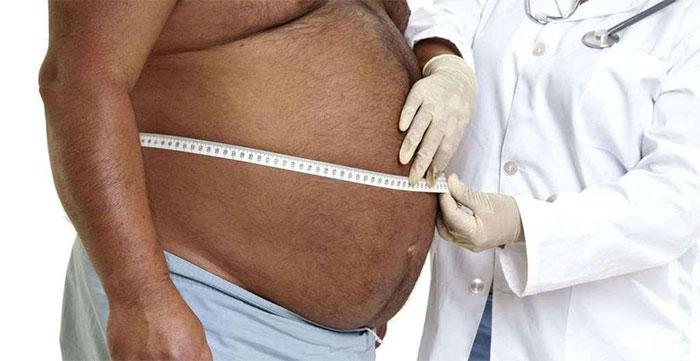 Отёчность и увеличение объёма живота являются признаками асцита при циррозе печени