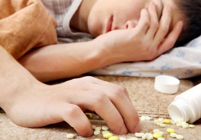 К симптомам отравления барбитуратами относятся проблемы: с дыханием, сердцем и потеря сознания