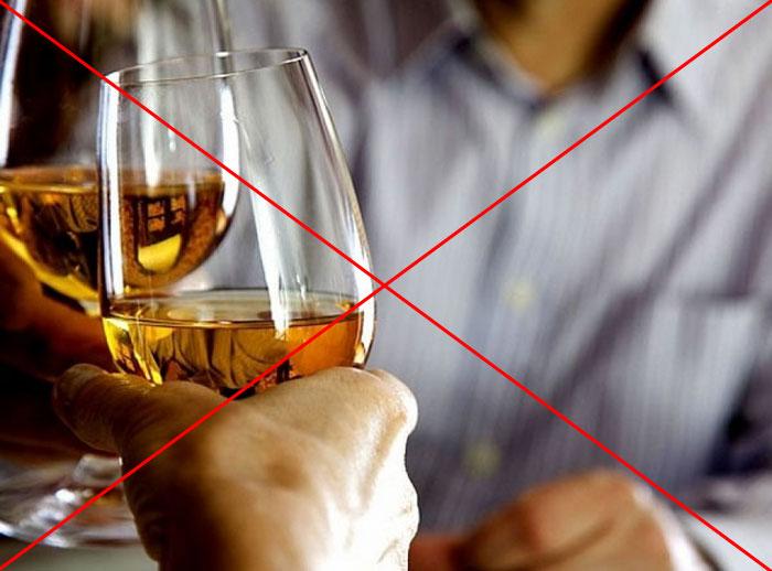 Специалисты не рекомендуют принимать спиртное во время применения препарата Ацикловир