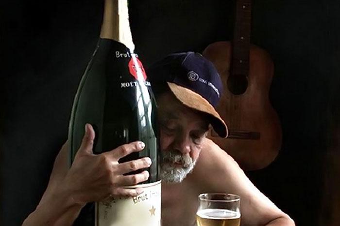 Регулярное употребление алкоголя существенно сокращает продолжительность жизни