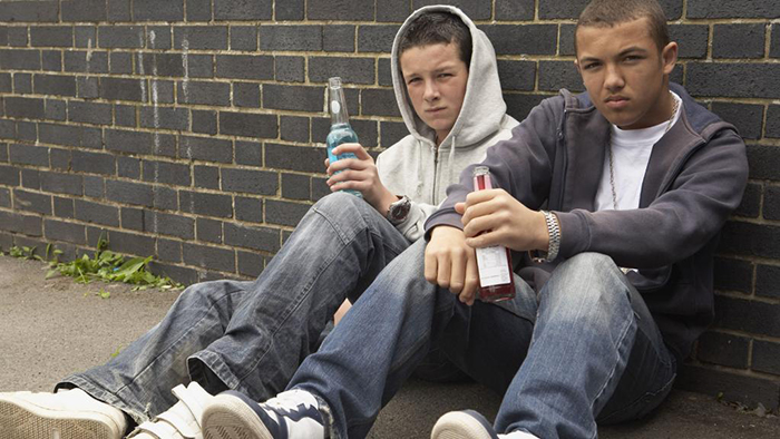 Употребление пива и других спиртных напитков в юном возрасте крайне негативно влияет на весь организм