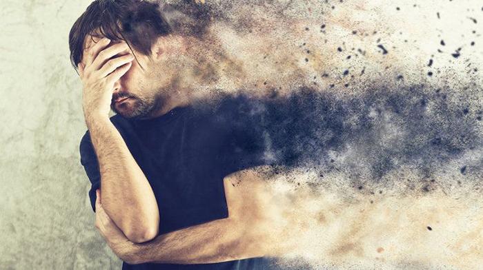 Алкоголь приводит к интоксикации и разрушительно влияет на все органы и системы
