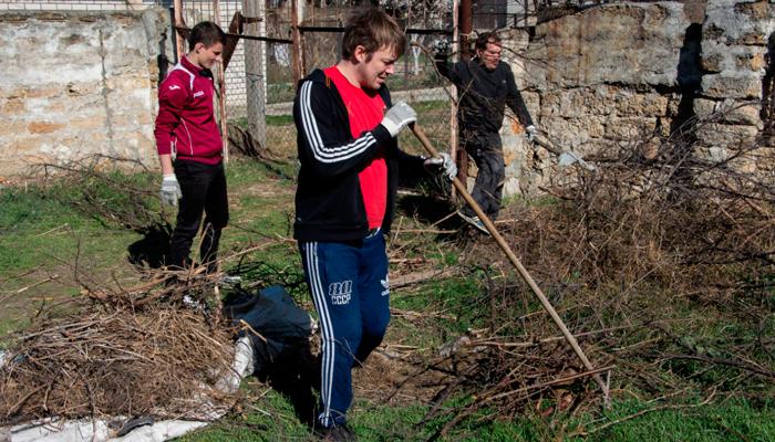 Трудотерапия постояльцев в наркологическом центре «Город свободы» (Москва)