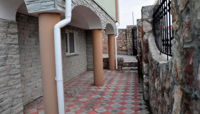 Двор реабилитационного центра «Albamed» (Москва)