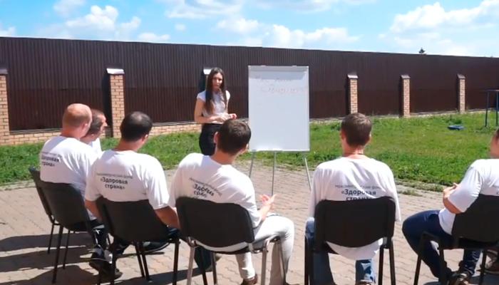 Групповые занятия постояльцев в реабилитационном центре «Вершина» (Липецк)