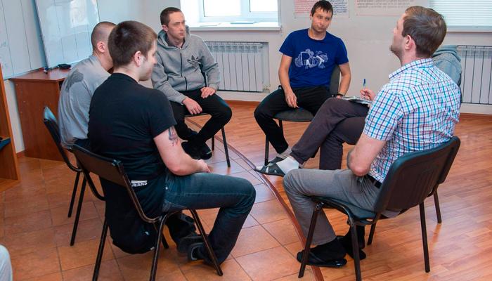 Групповые занятия постояльцев в реабилитационном центре «Инсайт» (Липецк)
