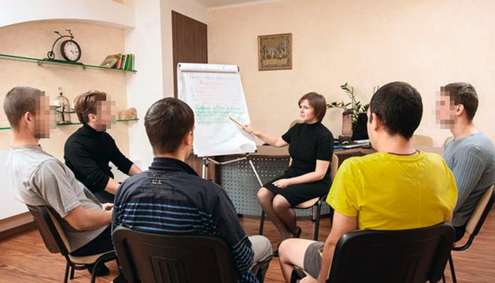 Групповые занятия постояльцев в реабилитационном центре «Мечта» (Мурманск)