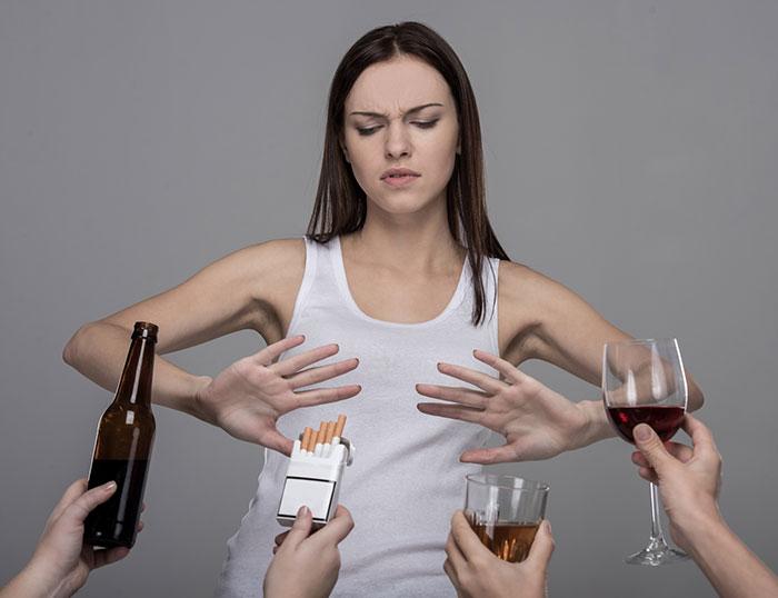 Врачи рекомендуют отказаться от употребления алкоголя на период приёма препарата Аторакс