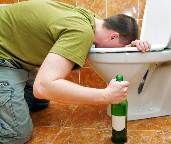 Смекта при алкогольном отравлении в определённых дозах может вызывать рвоту