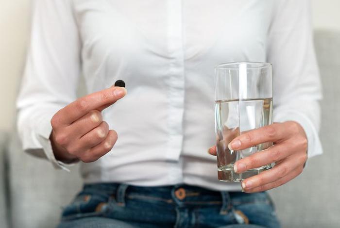 Лактофильтрум с алкоголем не приводит к негативным последствиям и устраняет симптомы интоксикации