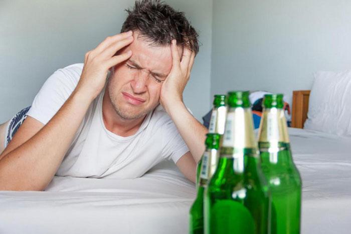 Совмещение Андипала со спиртным усиливает алкогольную интоксикацию и побочные эффекты
