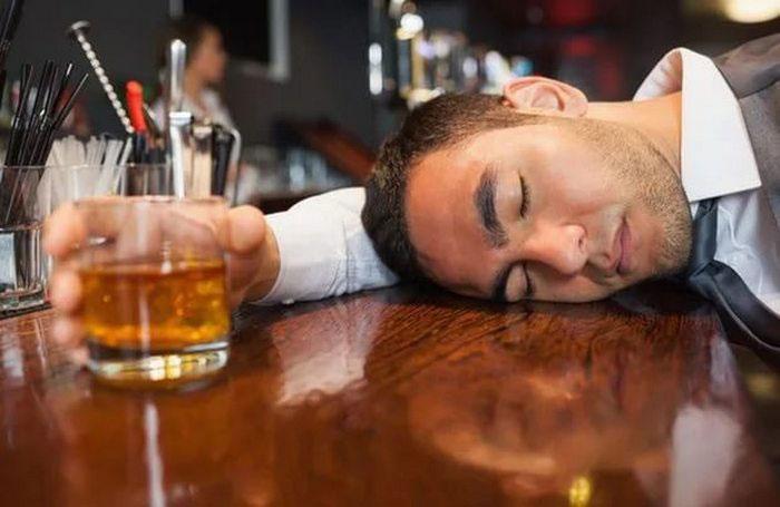 Приём спиртного при лечении препаратом Кагоцел может осложнить и ухудшить состояние здоровья