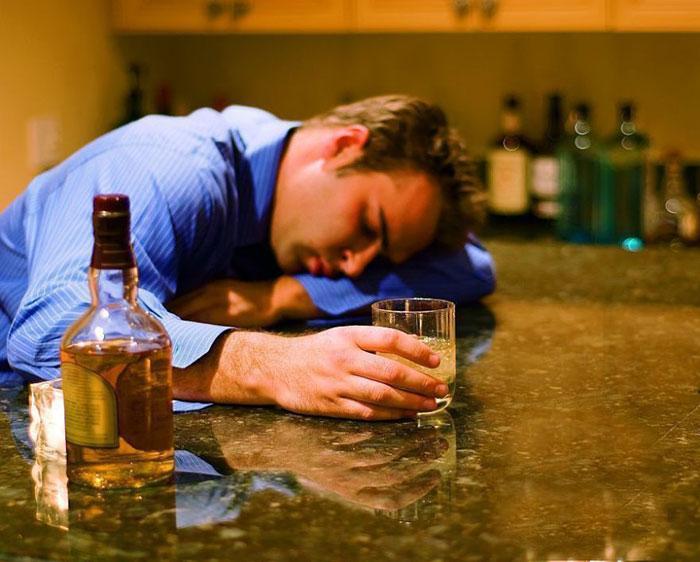 Чрезмерное употребление алкоголя губительно влияет на все органы и системы человека