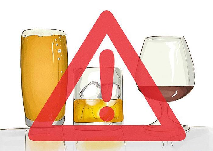 Врачи категорически не рекомендуют совмещать приём Эуфиллина с алкоголем