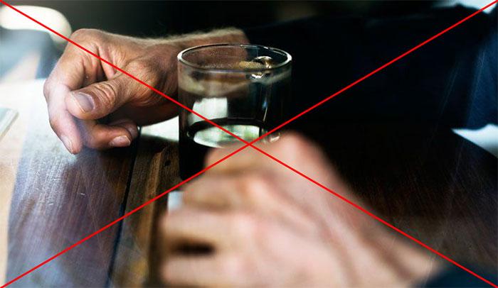 Врачи не рекомендуют совмещать приём препарата Ремантидин со спиртным