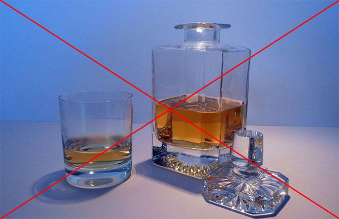 Врачи не рекомендуют принимать алкоголь во время лечения препаратом Юнидокс салютаб