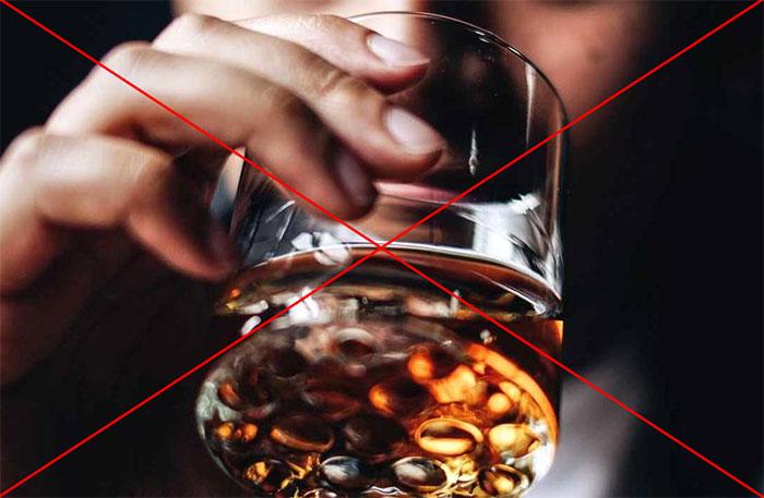 Врачи категорически не рекомендуют совмещать препарат Метотрексат с алкоголем