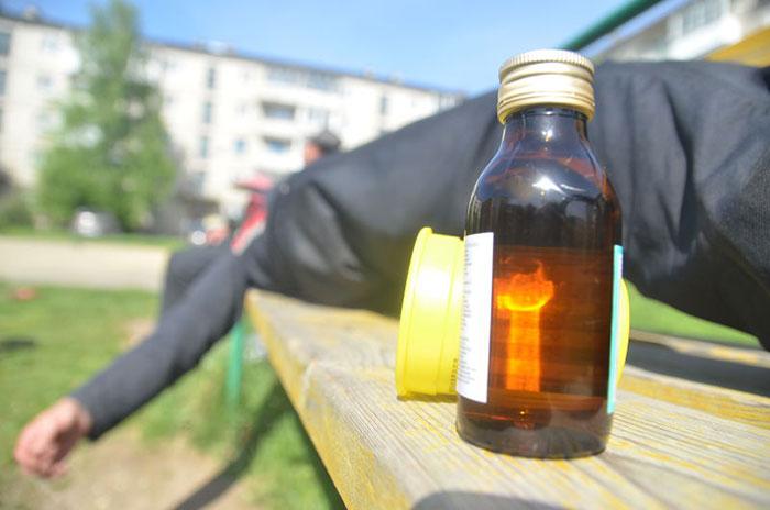 Чаще всего смерть наступает при отравлении некачественным алкоголем