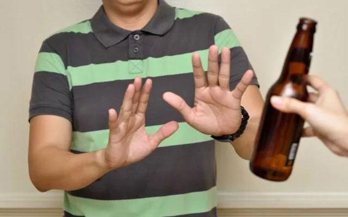 При лечении препаратом Гепарин врачи рекомендуют отказаться от алкоголя