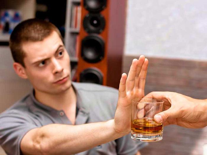 Врачи рекомендуют отказаться от спиртного при приёме Рибоксина, чтобы избежать побочных эффектов