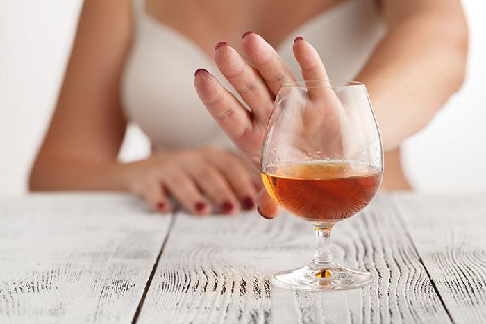 При лечении препаратом Нистатин рекомендуется воздержаться от употребления спиртного