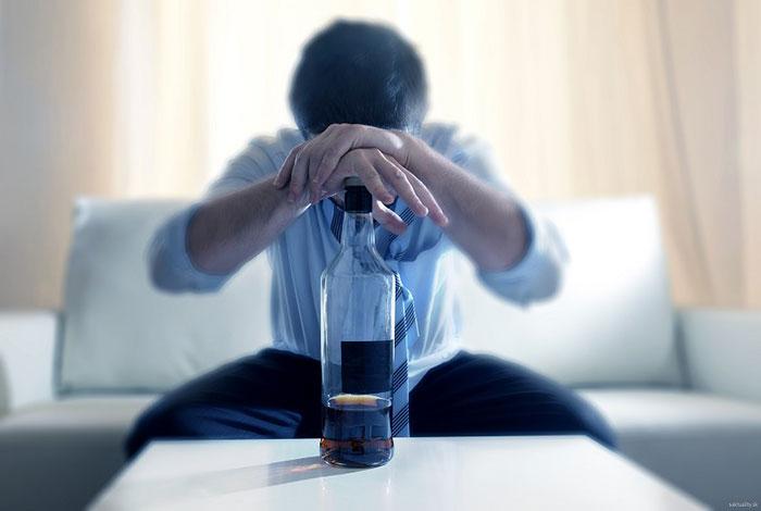 Врачи не рекомендуют совмещать приём Бетасерка со спиртными напитками