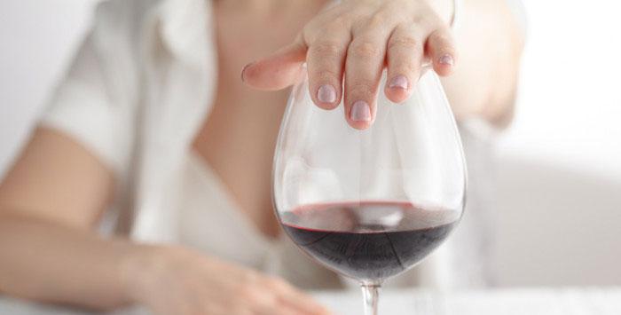 Врачи рекомендуют исключить алкоголь во время лечения препаратом Троксевазин