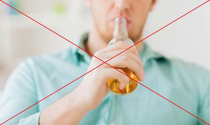 Врачи рекомендуют исключить употребление спиртного на время лечения препаратом Триттико