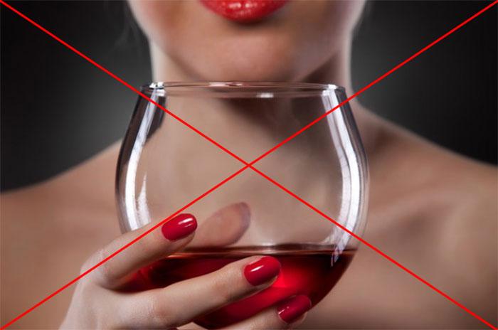Врачи категорически не рекомендуют совмещать Кордарон с алкогольными напитками