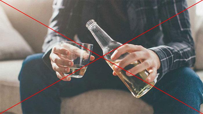 Врачи рекомендуют отказаться от совместного приёма Аликапса с алкоголем