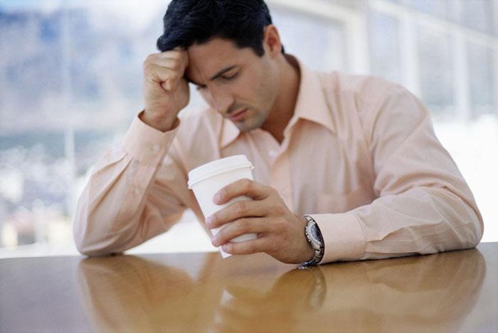 Совмещение Феварина с алкоголем усиливает проявление побочных эффектов препарата