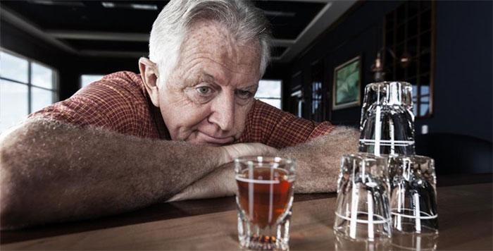 Врачи рекомендуют воздержаться от алкоголя на время приёма препарата Баралгин