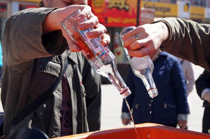 На время лечения препаратом Церебролизин рекомендуется отказаться от алкоголя