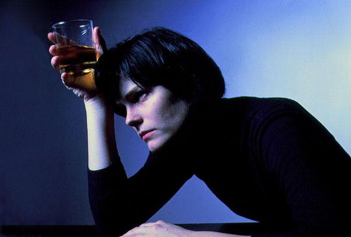 По мнению специалистов, Регулон не стоит совмещать с большим количеством алкоголя и злоупотреблять им