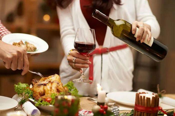 Совместный приём Мезима со спиртным допускается только при небольшом количестве алкоголя