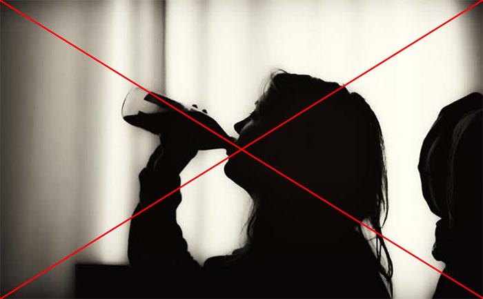 Врачи рекомендуют отказаться от употребления спиртного на время приёма Полижинакса