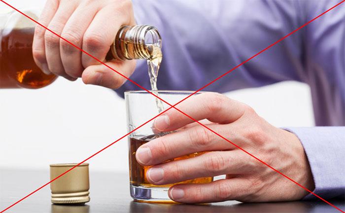 Врачи не рекомендуют совмещать приём Ноотропила со спиртными напитками