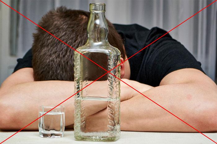 Врачи не рекомендуют употреблять спиртное при лечении препаратом Нолипрел