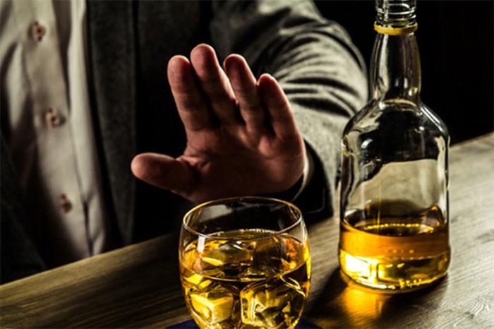 Врачи рекомендуют отказаться от алкоголя на время приёма препарата Лонгидаза