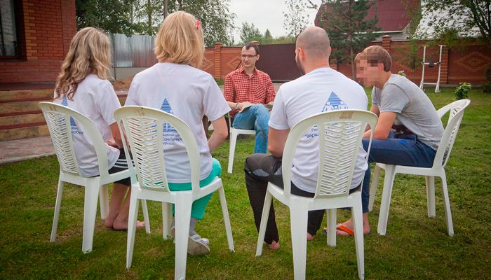 Групповые занятия постояльцев в наркологической клинике «Narkohelp-spb» (Санкт-Петербург)
