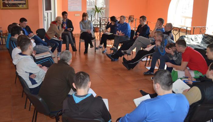 Групповые занятия постояльцев в наркологическом центре «Европа-плюс» (Харьков)