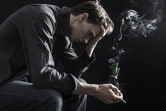 Регулярное потребление никотина приводит к физической и психологической зависимости