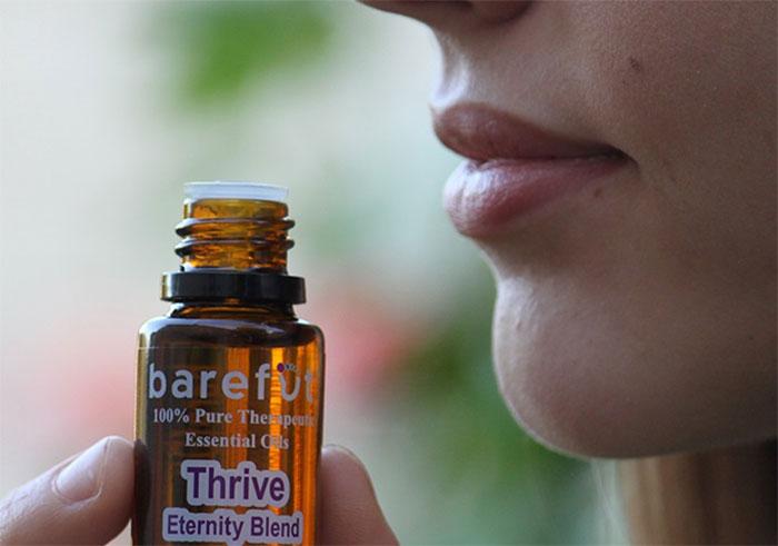 Вдыхание испарений ароматических эфирных масел помогает справиться с желанием закурить