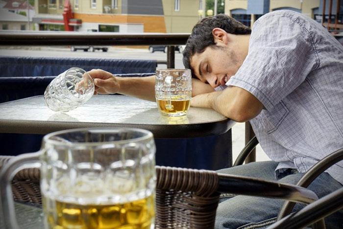 Специалисты выделяют три основные стадии пивного алкоголизма